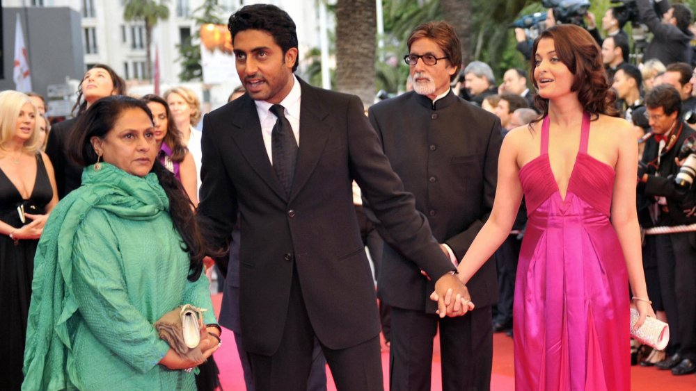 Icyamamare muri Cinema y'Ubuhinde Amitabh Bachchan na bamwe mu bagize umuryango we banduye Coronavirus
