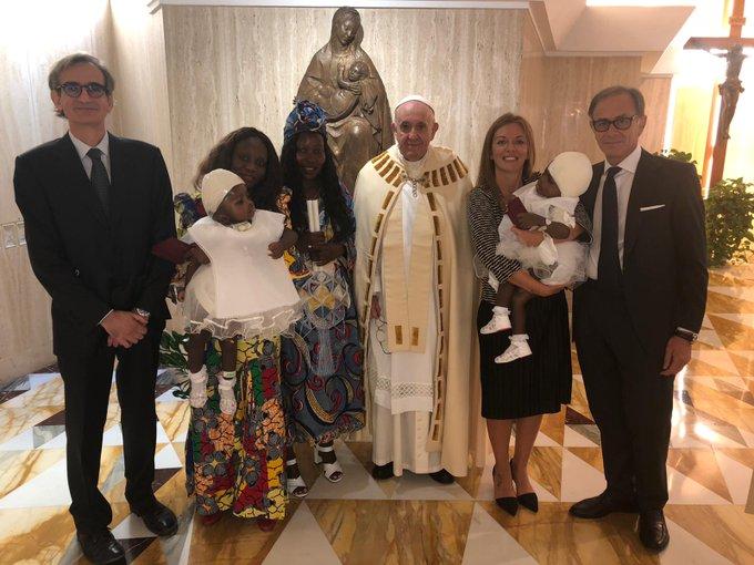 Papa yabatije impanga zo muri Centrafrique zavutse zifatanye bakazitandukanya
