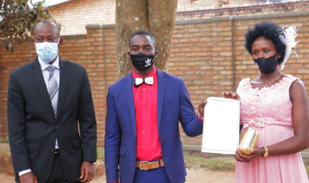 Huye: Meya Sebutege yasezeranyije ba bageni gitifu wa Mbazi yanze gusezeranya