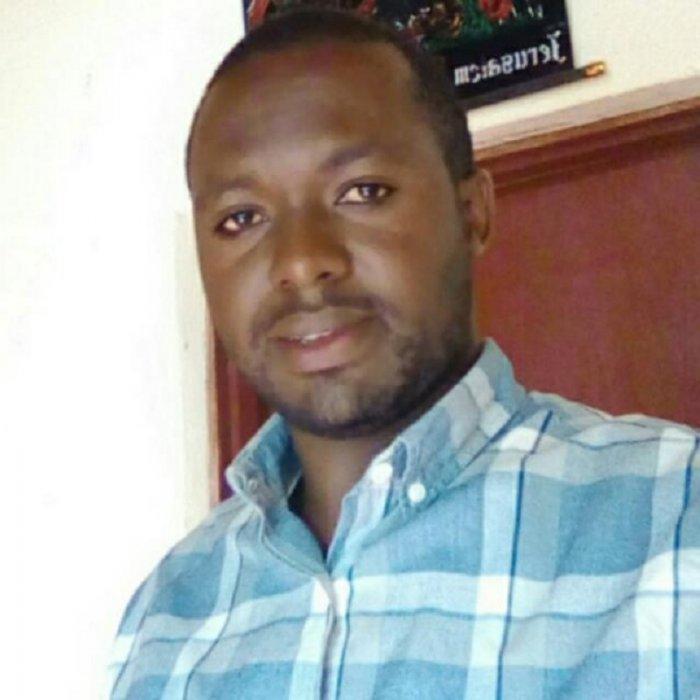 Nzabarushimana Eric wari Agronome w'umurenge yari kuri moto agongana n'igare ahita apfa