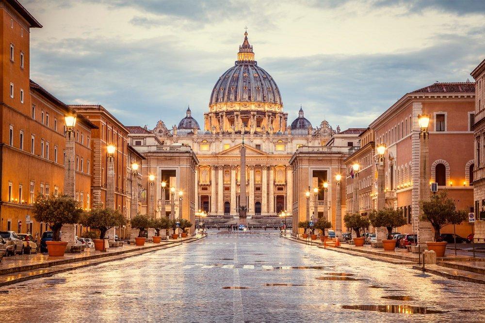 Umutaliyanikazi yafunzwe ashinjwa kunyereza amafaranga ya Vatican